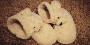 slippers-1173898
